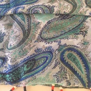 NWOT XL Infinity Wrap Paisley Design by Apt.9